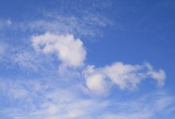 青い空と形雲