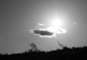 土手の上の太陽