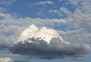 大きな空に大きな雲