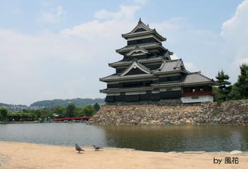 雨が降る前の松本城
