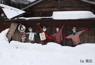 雪の中の案山子