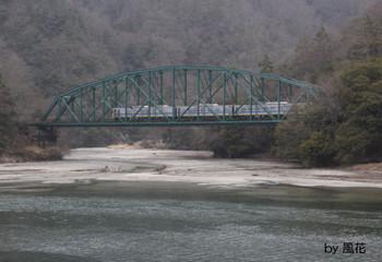 鉄橋を通過